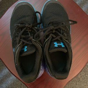 Kids' size 1Y (13.5) Under Armor Black sneakers